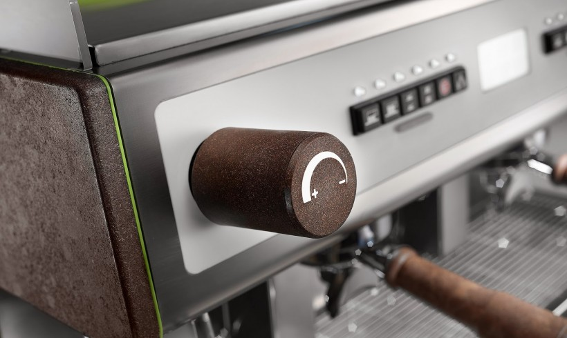 Kávézaccból kávégép és irodabútor