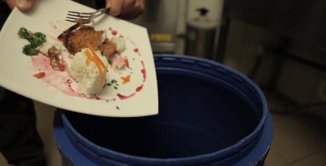 Drága ételmaradékunk: tudod, mennyi pénzt dobunk ki?