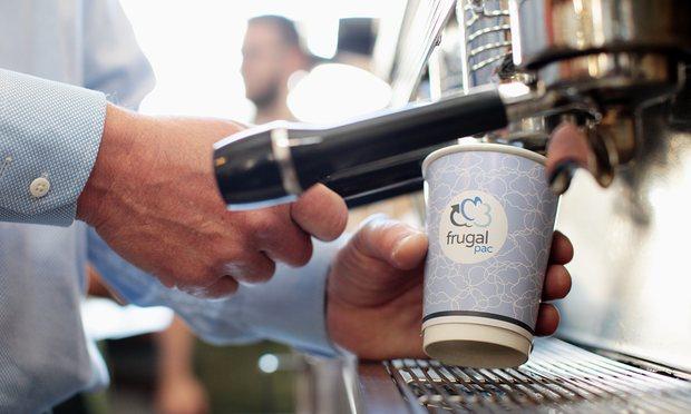Starbucks zöldítés: jönnek az újrahasznosítható poharak